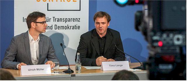 LobbyControl kritisiert die mangelhafte politische Diskussion zum rasanten Seitenwechsel von Poltikern (Fotos: Jakob Huber/LobbyControl)