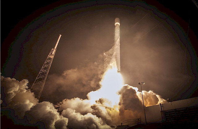 Start von Space Launch Complex 40 in Cape Canaveral Air Force Station, Florida am Sonntag, den 1. März 2015 um 10.50 Uhr ET.