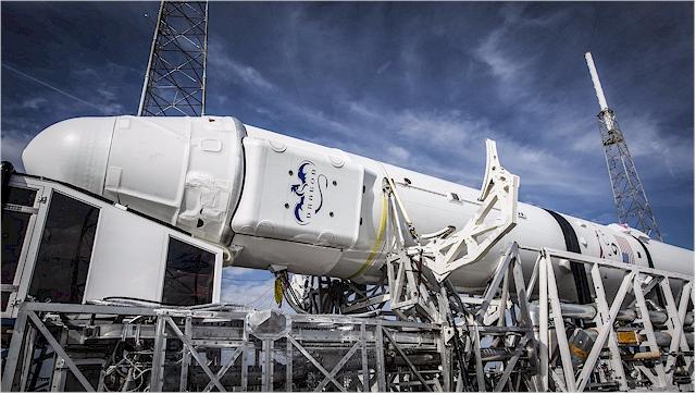 paceX Falcon 9 Rakete und Dragon spacecraft Raumschiff.  Dragon Spacecraft ist die einzige Raumsonde, die eine erhebliche Materialmenge zur Erde bringen kann. (Foto: SpaceX)