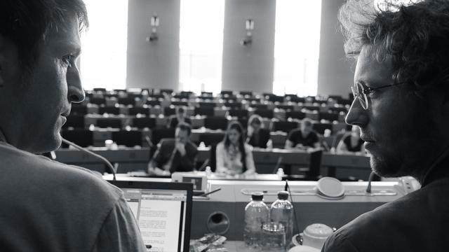 Jan Philipp Albrecht und sein Mitarbeiter Ralf Bendrath (Foto: © Indi Film - Marcus Winterbauer)