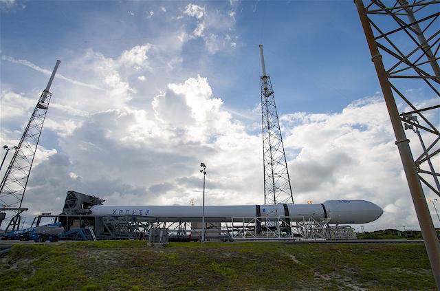 SpaceX Falcon 9 Rakete startet am 5.08.2014 AsiaSat 8 Satelliten auf eine geostationäre Transferbahn. (Foto: SpaceX)