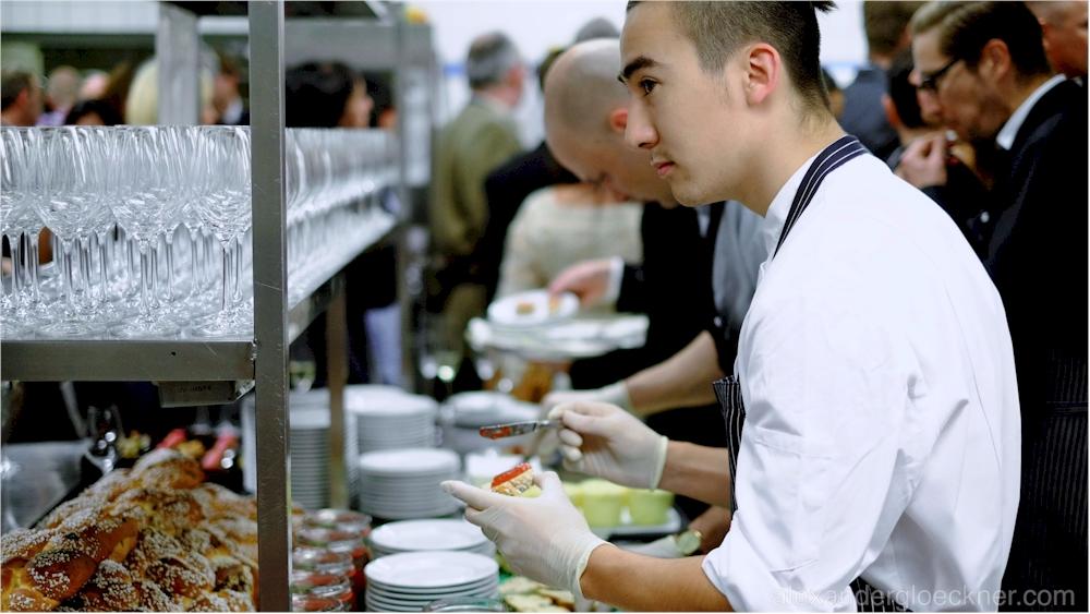 Die legendäre Küchenparty stellt mit eigenen Kreationen exzellentes Können unter Beweis. (Foto:  Alexnader Glöckner /  alexandergloeckner.com)