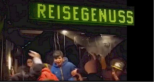 Unerträglich und beschämend: Die Vorfälle in Clausnitz erfordern Konsequenzen. (Foto: Sceenshot YouTube.com)