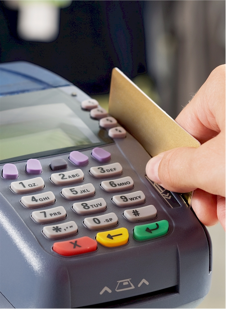 Auch Kartenzahlungen sind mit einem Guthabenkonto möglich. (Foto: pressmaster / Clipdealer.de)