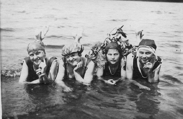 1922: Badenixen am Wannsee (Foto aus Fotoband © privat)