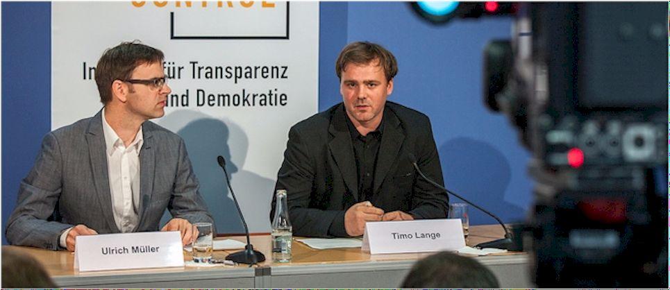 LobbyControl kämpft gegen den zu schnellen Seitenwechsel von Politikern (Foto: Jakob Huber/LobbyControl)