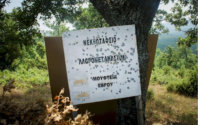 Massengrab mit 200 Flüchtlingen im griechischen Hinterland (Sidiro). (Foto: Marily Stroux)